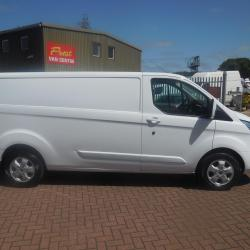 FORD TRANSIT CUSTOM - 2016 - 41,000m - LIMITED - ONE OWNER - FSH - AIR CON - HEATED SEATS